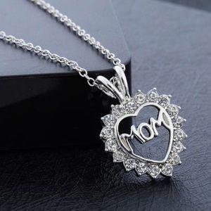 Jewelry - Mom necklace